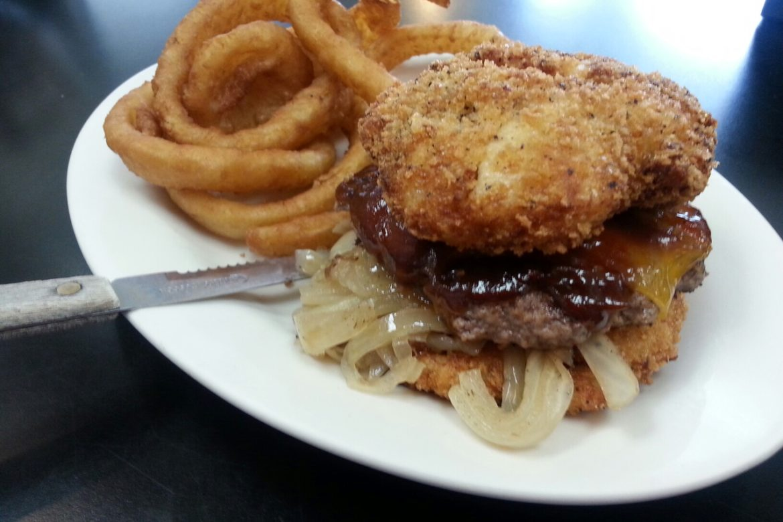 BBQ cheddar burger w/ fried mac 'n cheese bun
